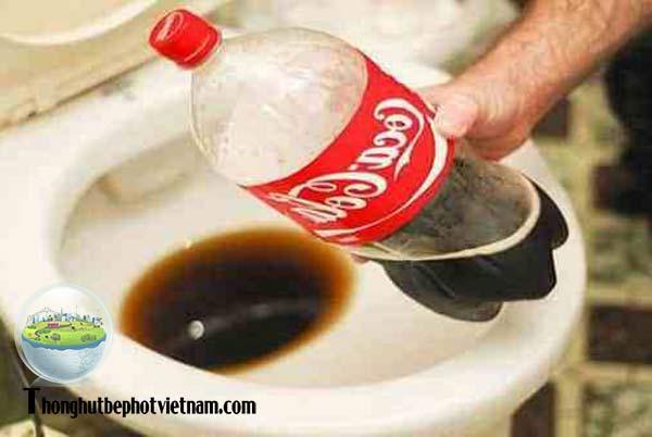 Cách thông tắc bồn cầu bằng coca cola: