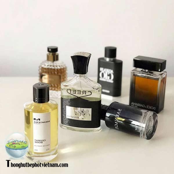 Xử lý khử mùi hôi nhà vệ sinh bằng Dùng Nước Hoa Có Mùi Nhẹ.