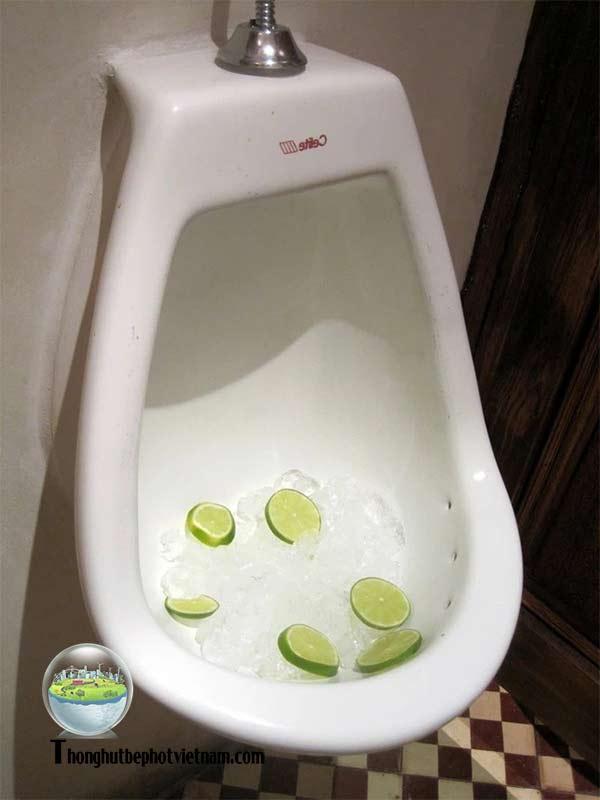 Xử lý khử mùi hôi nhà vệ sinh bằng Đá Cục.